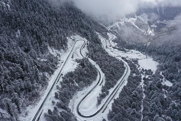 西藏曲松至玉麦至件哲经哲边防公路改建工程全线完工图片