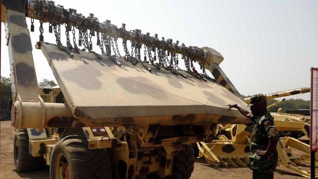 印度军队正在演习,桥突然塌了,死伤惨重