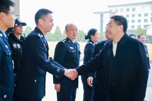 王双全副省长到省未成年犯管教所看望慰问民警图片