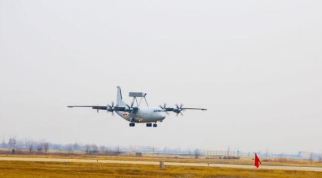 """用航母来""""反航母"""",海军航空兵提高训练强度,配合山东舰打航母"""