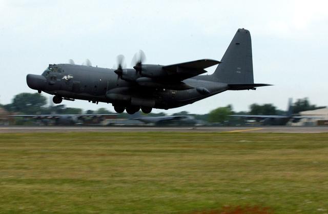 美军飞机打特种作战,入侵巴拿马伊拉克,在海湾战争投射战斗阴影