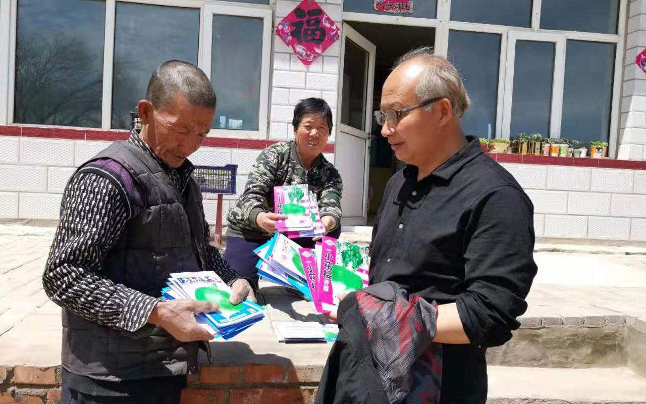 """""""白头发老书记""""李峻峰和他的十七号村图片"""