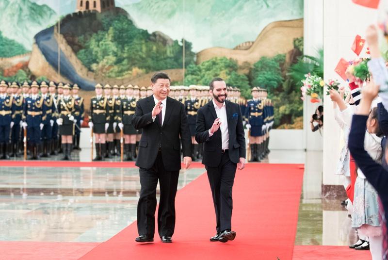 △2019年12月3日,国家主席习近平为萨尔瓦多总统布克尔举行欢迎仪式。