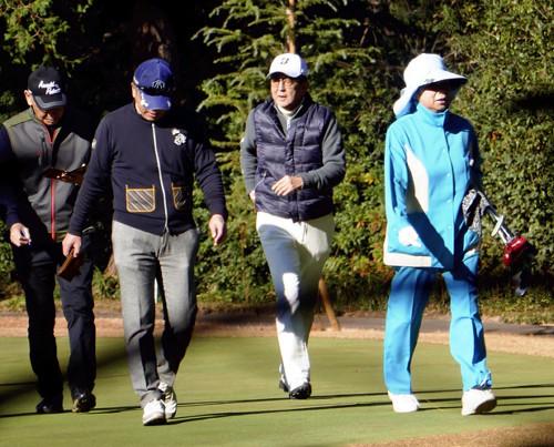 安倍打高尔夫球(读卖新闻)