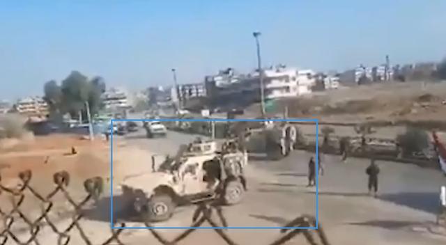 美军车队强闯俄军基地被缴械,车上满载亲美武装,部分被俄军枪决