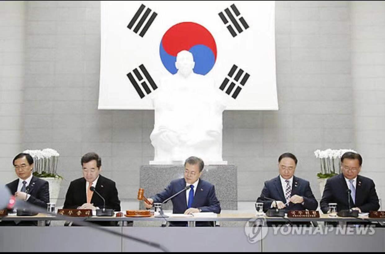今年2月26日,文在寅表决通过特赦案(韩联社)