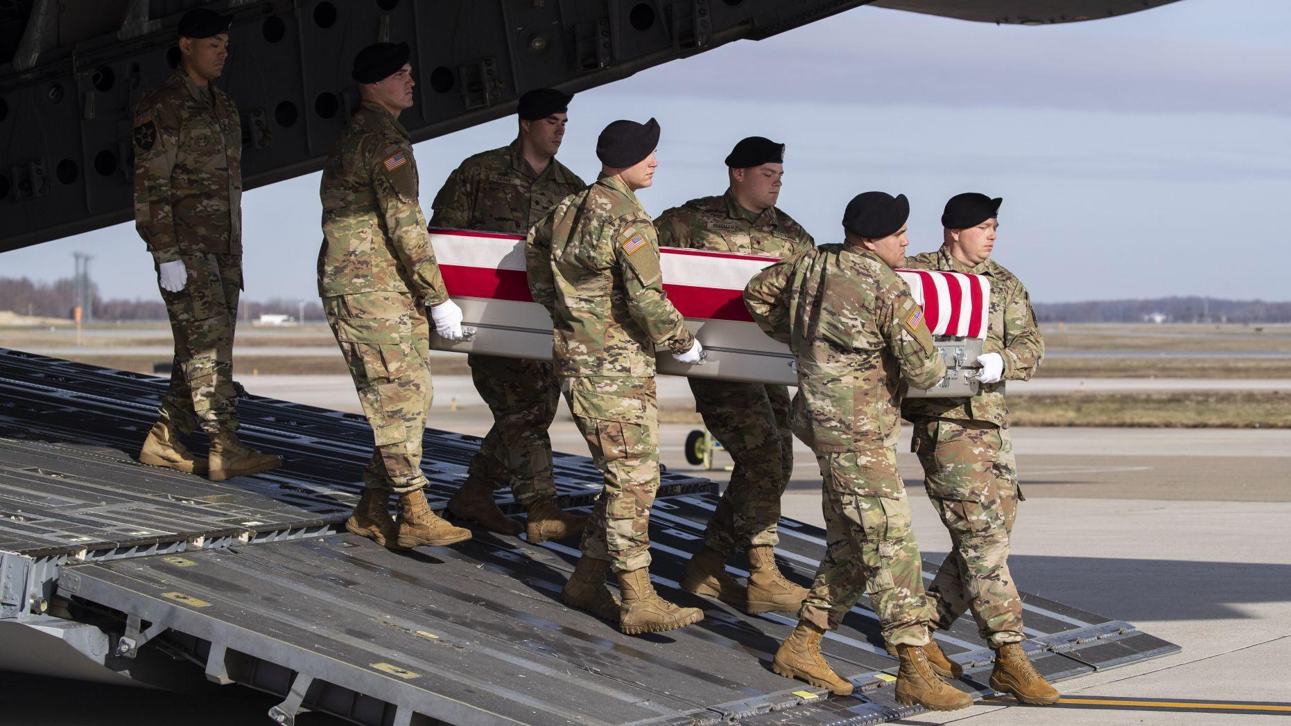 资料图:美国军人遗体从阿富汗运回国(福克斯新闻)