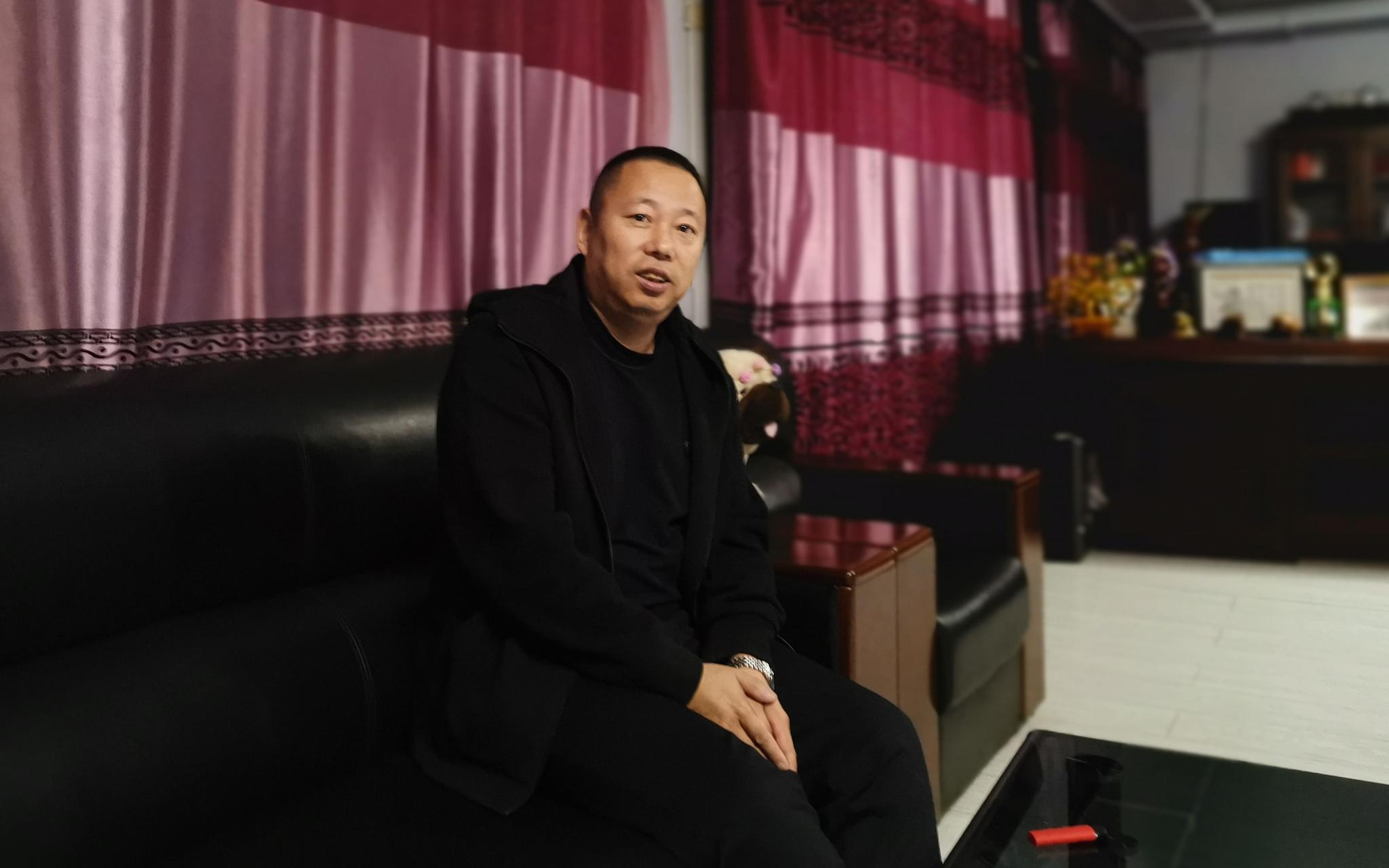 李峰经营了一家种猪养殖场。新京报记者 周怀宗 摄