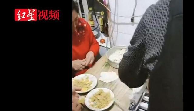 东北一家人近万个饺子摆院子里速冻,网友惊呼:太疯狂了!够我吃20年…