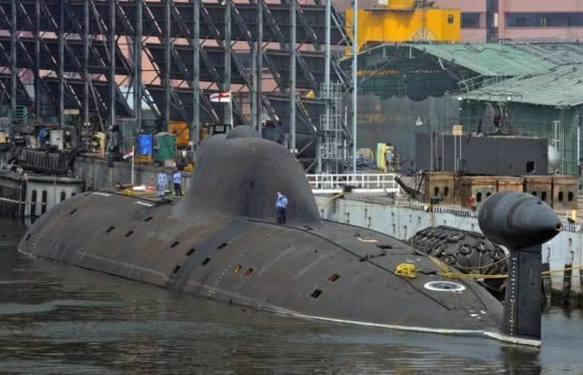 国产航母下水后接连出现问题,印军方明确不满,欲发力核潜艇研发