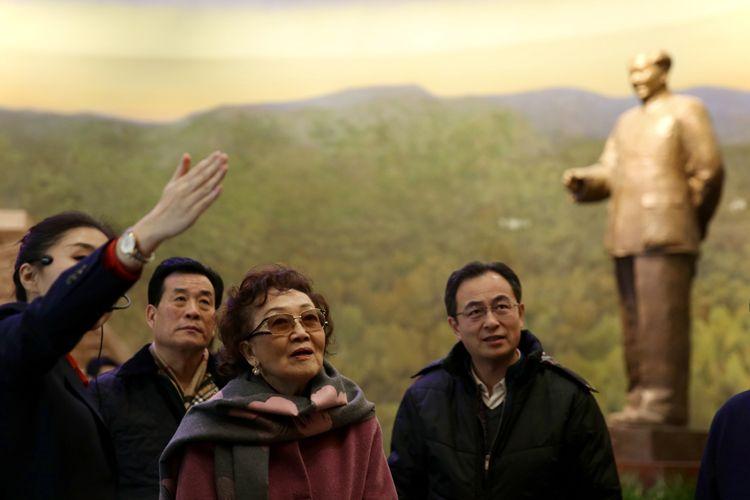 爱国将领张治中之女张素久参观香山革命纪念馆