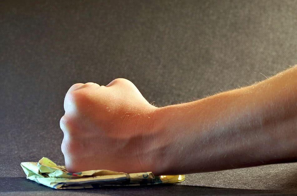 通联支付先后推七个现金贷APP 联合维信金科等收割借款人