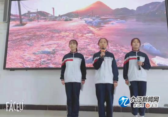 """庐山市一中高二年级举行""""中华诵·爱国情""""红色经典诵读比赛"""
