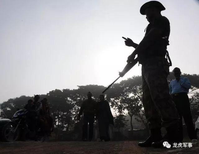 印度边防军营爆发激烈枪战,死伤惨重!袭击者不是巴铁