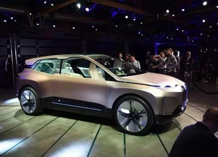 超越戴姆勒,特斯拉成市值第三高汽车公司;上汽通用未来5年将投入800亿;工信部:2021-2035年新能源车发展规划