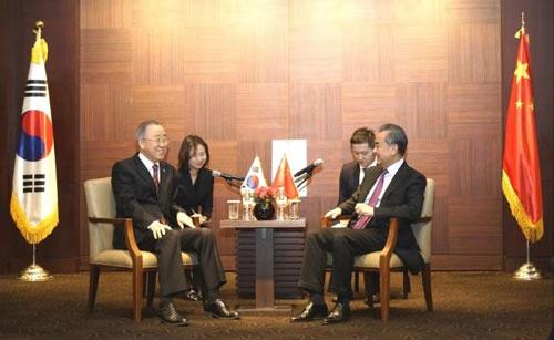 王毅会见联合国前秘书长、博鳌亚洲论坛理事长潘基文
