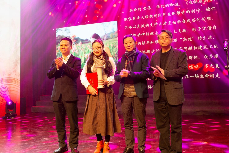 导演贾樟柯得了个文学奖,《十月》杂志琦君散