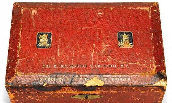 英国前首相温斯顿·丘吉尔的寄件箱。图片来源:V&A/PA