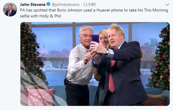 约翰逊表示英国禁令后 被拍到用华为手机自己拍照(图)