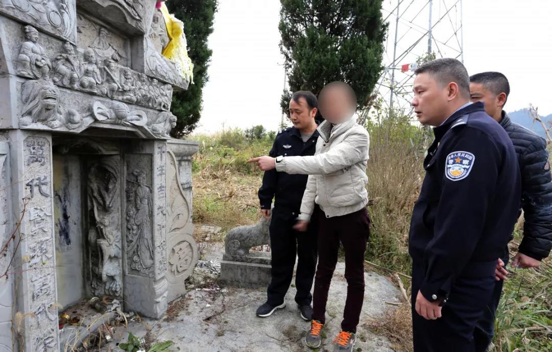 """""""网红""""直播污损坟墓 遭网友举报被拘5天"""