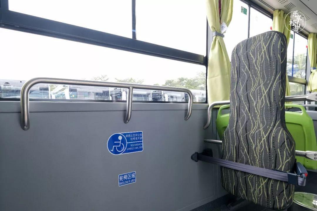 """堪比高铁商务舱!东莞这里上线一批""""黑金刚""""公交!看完好想去坐…"""