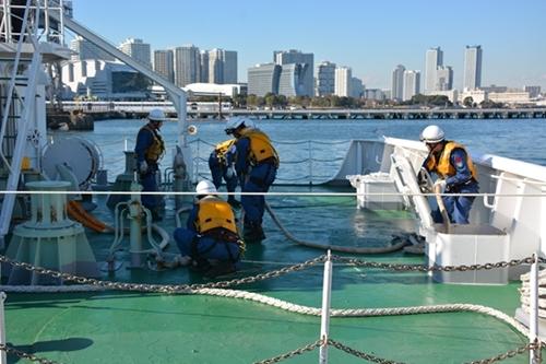 日越两国海上执法力量进行联合搜救演练