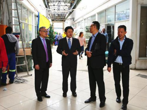 驻约翰内斯堡总领事赴华人商城区开展领保宣传