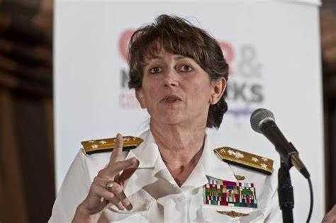美军女中将,久经沙场的情报官,博士学位不丢人