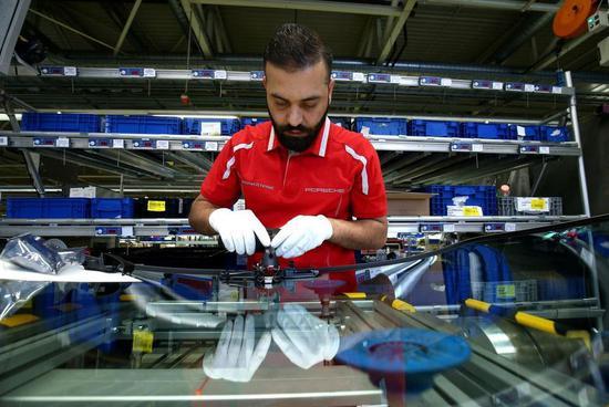 德国联邦统计局:2019年10月德国工业产出意外下降1.7%