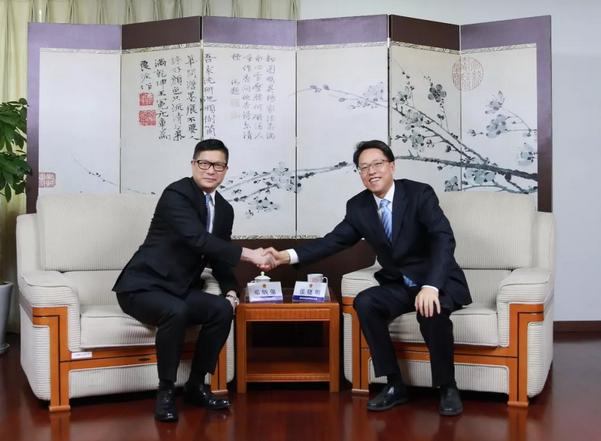 国务院港澳办主任张晓明会见香港警务处处长邓炳强