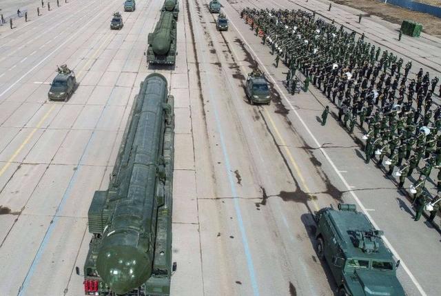 世界第二强国不再隐忍,一口气装备两千枚核弹,美:已成头号对手