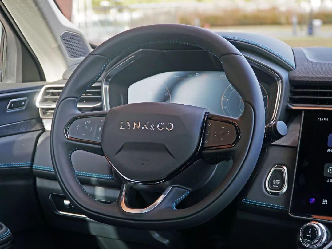 2.0T+8AT,这款国产轿跑SUV太拉风了,远处看以为是50万豪车