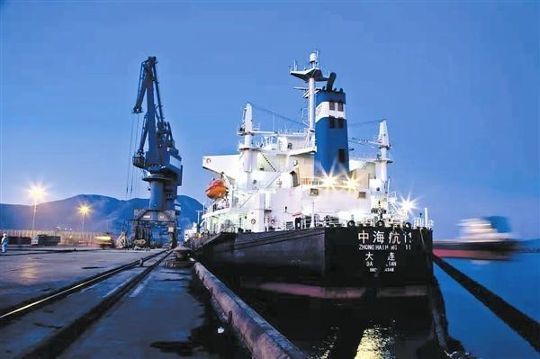 长兴岛港开通夜航 全年货物吞吐量突破1300万吨