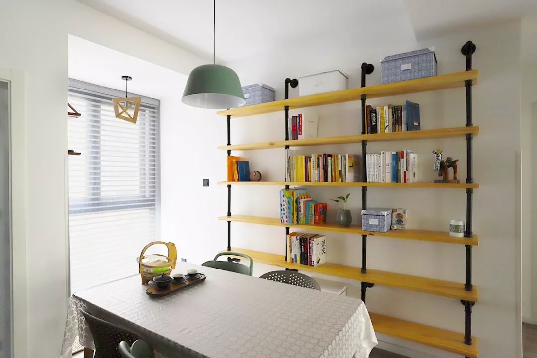 这个97㎡堪比200㎡,开放式书架+隐藏式收纳,也太好看了吧!