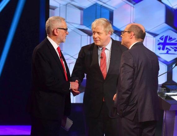 英大选保守党优势缩小 约翰逊承诺若获胜下月脱欧