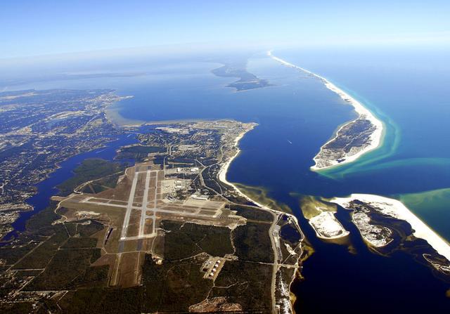 """起底发生枪案的美军彭萨科拉海军航空站:""""蓝天使""""的家"""