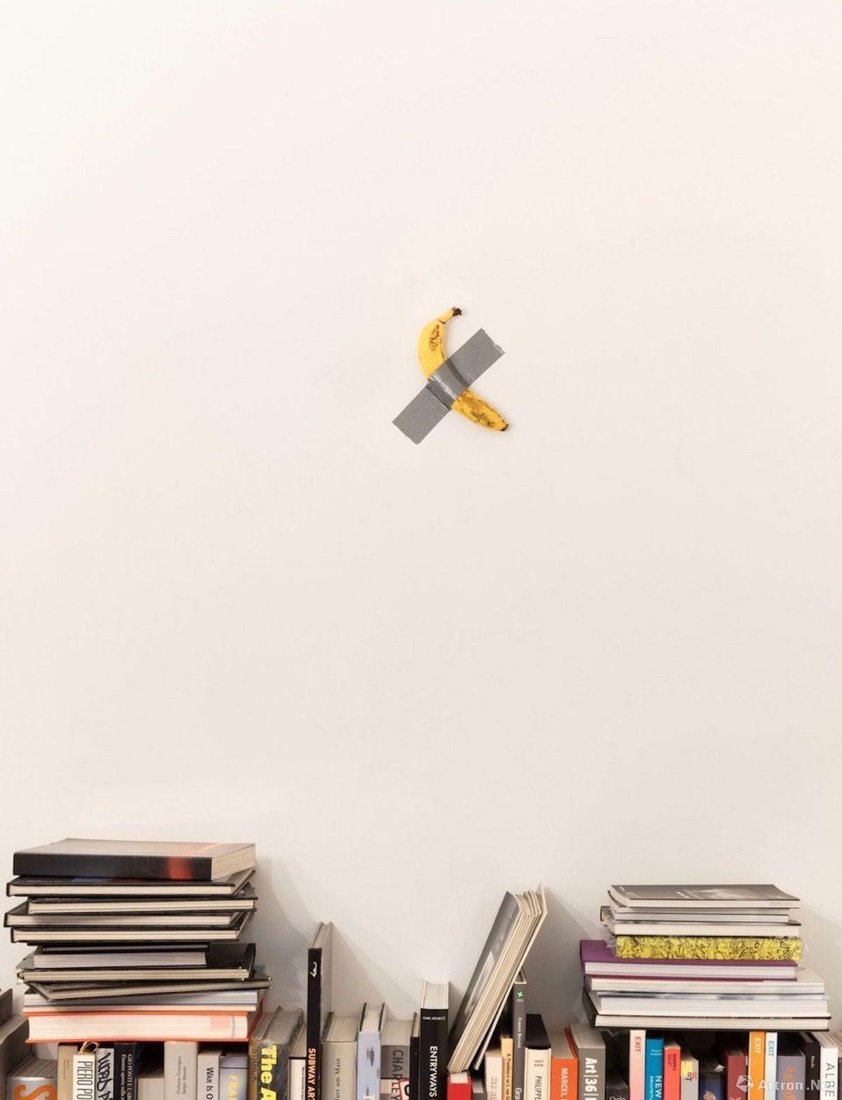 巴塞尔艺术展突发!卡特兰价值15万美金的香蕉被一位老兄现场给...吃...吃了!