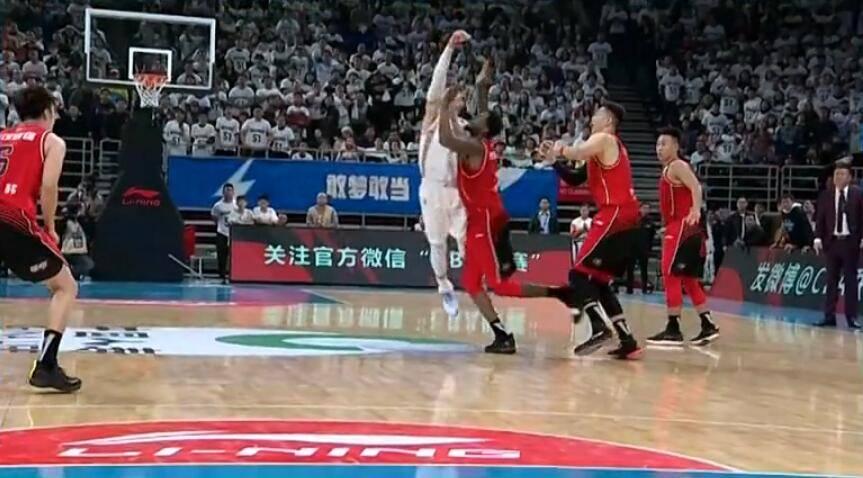 CBA综述:林书豪罚球反绝杀深圳约瑟夫-杨压哨绝杀浙江