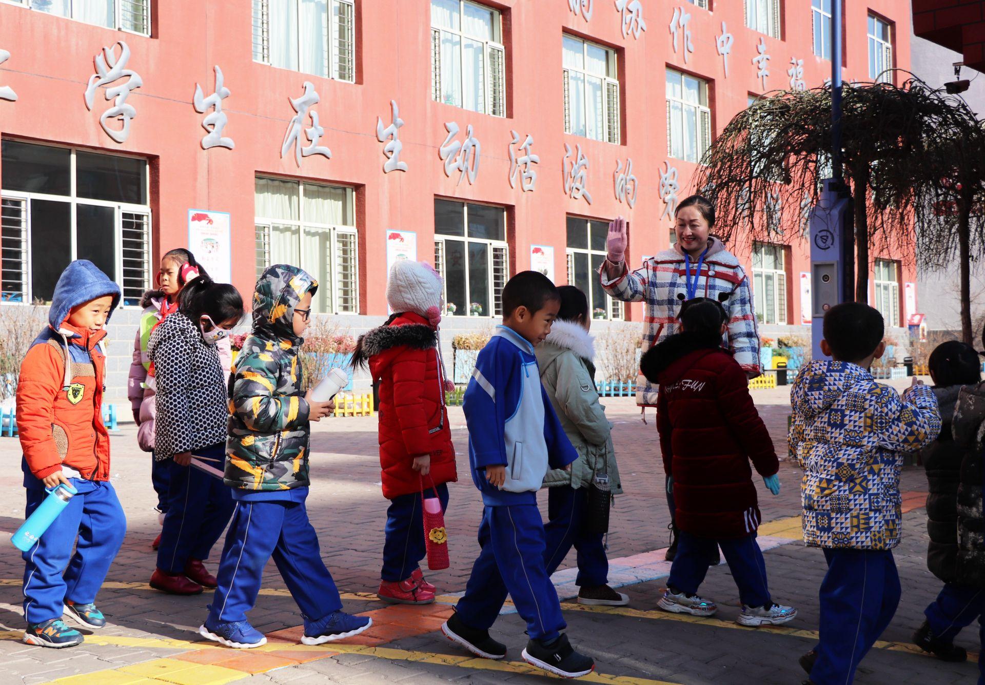 【身边的初心使命】安冬梅:办幸福教育 建卓越学校 做有情怀的教育工作者