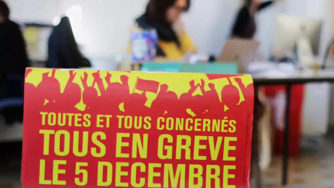 突发100万人大罢工!打砸烧,90%高铁停运:法国的今天,会是多少国家的明天?