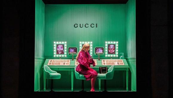 Gucci在纽约Saks Fifth Avenue百货的橱窗 图片来源:WWD
