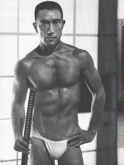 练肌肉的大文学家:三岛由纪夫