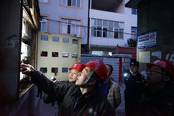 警企联动  严厉打击窃电违法行为