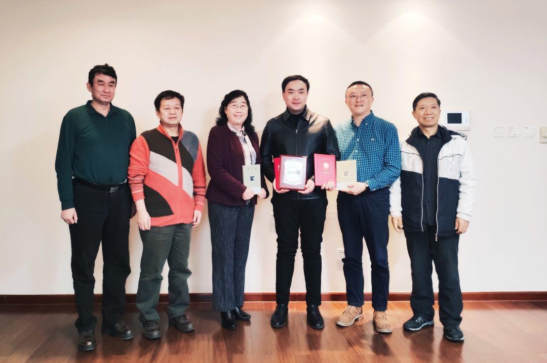 青年作家周宝宏捐赠小说《爷爷那个时代》稿费助学