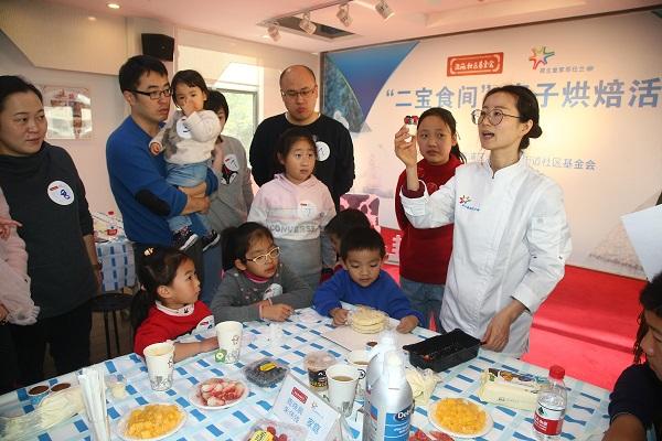 [一场亲子烘焙活动引出家庭育儿话题:二宝来了,大宝总觉得父母偏心...]
