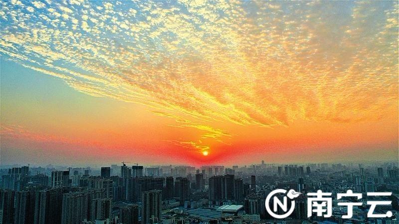 """南宁铺上""""鱼鳞云""""未来几天还是万里晴空的好天气"""