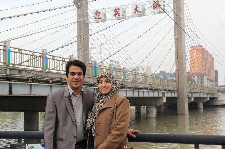 △佐尔佐德和妻子在新疆