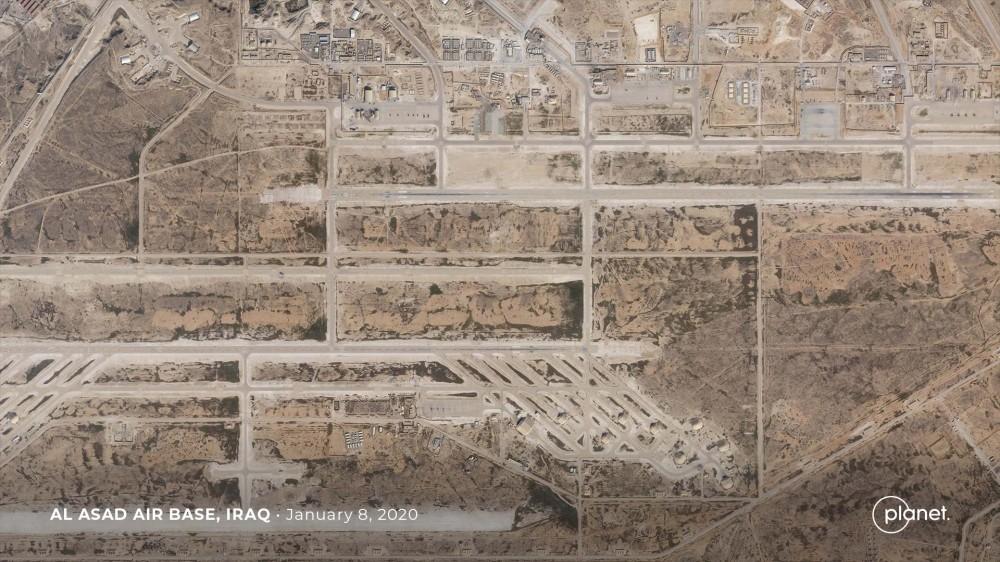 伊朗导弹精度超高,一发导弹摧毁2座机库,美军机场遇袭布满弹坑
