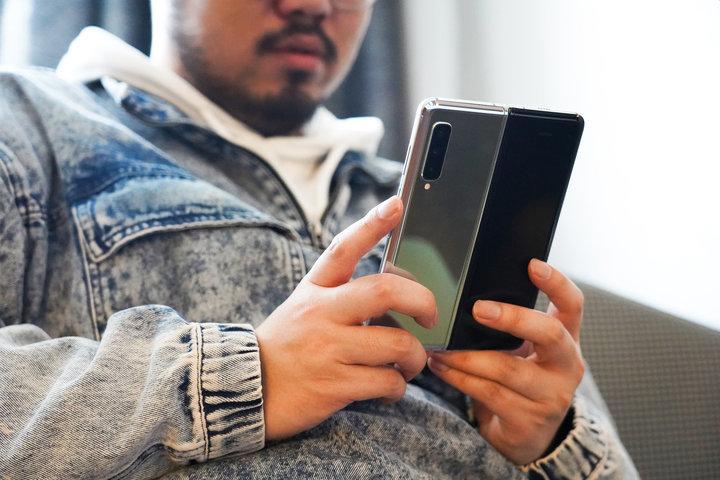 折叠屏手机的365天:从品控翻车,到首销妙空