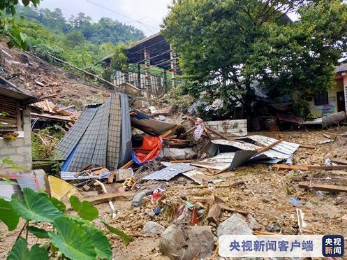 △受强降水影响,怒江贡山部分房屋被冲毁